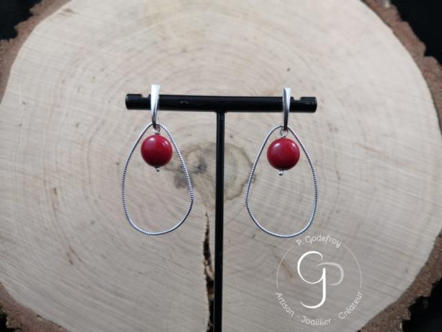Boucles d'oreilles gouttes irrégulières et perles d'agate teintée rouge 56 euros