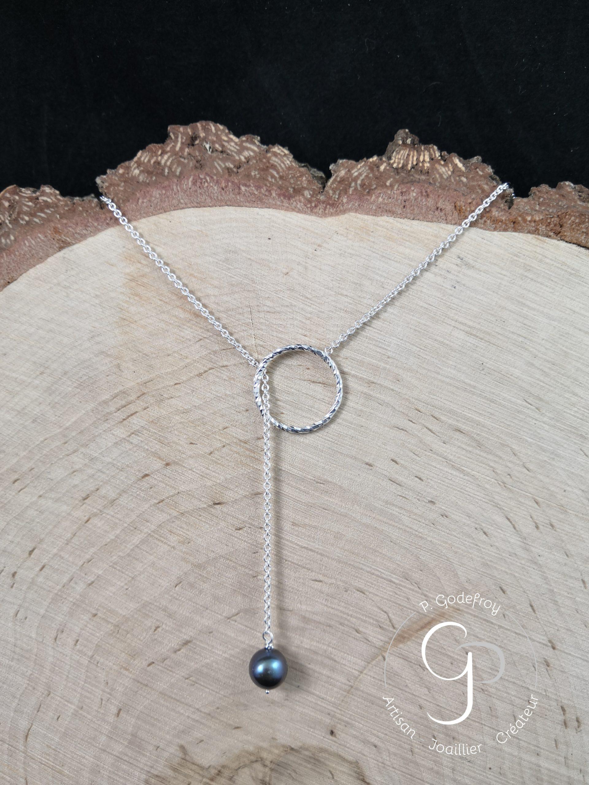 Collier cercle diamanté perle d'eau douce teintée argent 925 millièmes 68 euros