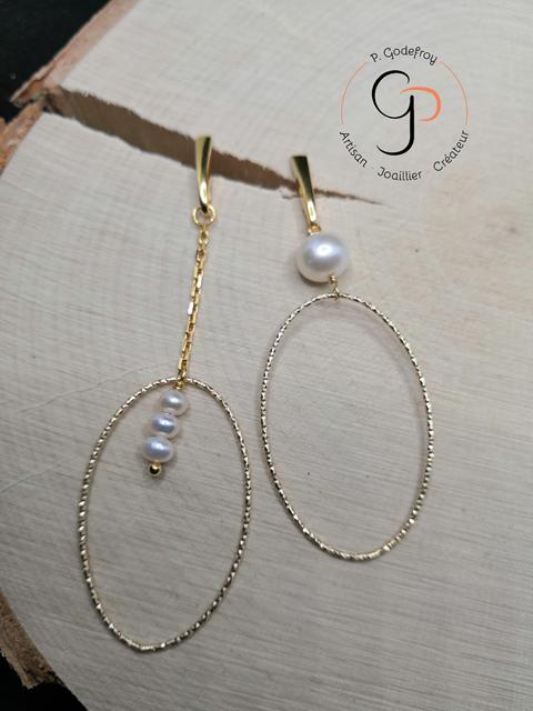 Boucles d'oreilles asymétriques ovales perles d'eau douce plaqué or jaune 3 microns 70 euros